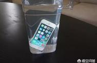 苹果手机掉水里怎么处理 苹果xr掉水里了几秒怎么办
